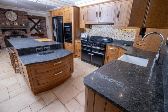 Traditional solid oak kitchen belbroughton 1